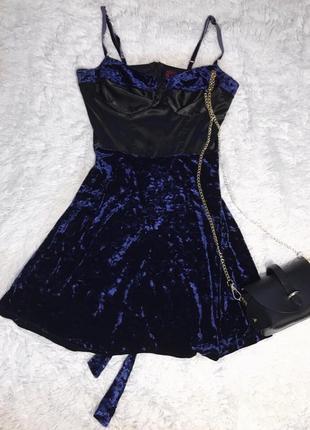 Трендовое бархатное платье с поясом next runway collection