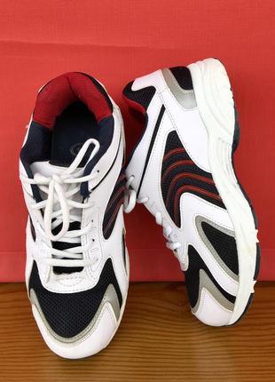 Сильный кроссовки. кроссы. кеды. кокассины. сдирочные. сникерс. спортивные туфли.