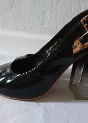 Босоножки с прозрачным каблуком