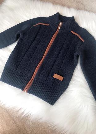 Вязаная теплая кофта кардиган свитер на молнии с латками на локтях