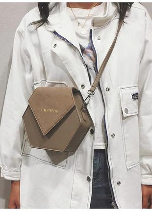 Небольшая маленькая сумочка ромб с ремешком через плечо коричневая экокожа замша тренд хит