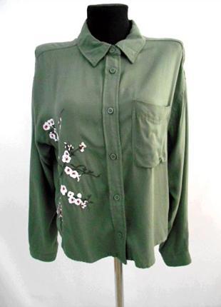 Рубашка с вышивкой divided