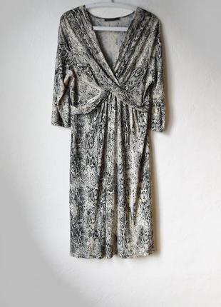 Стильное вискозное  платье с змеиным принтом