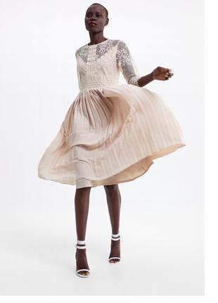 Платье плиссированное с кружевом беж нюд zara оригинал кружевное