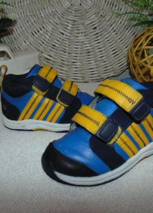 Яркие ботинки adidas 23р,ст 14 см.мега выбор обуви и одежды