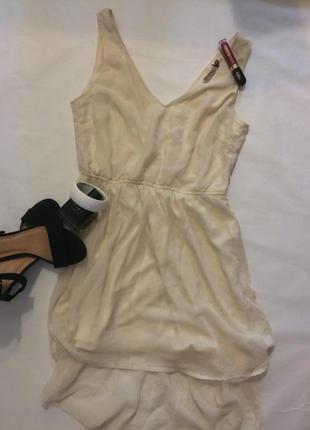 Кремовое асимметричное платье
