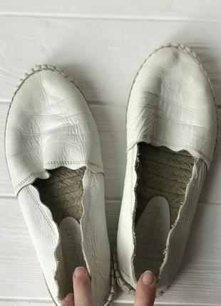Белые кожаные мокасины слипоны 39 размер