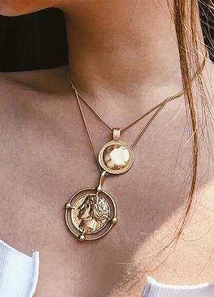 Стильное ожерелье монетки монеты монетамы медальйон  трэнд сезона