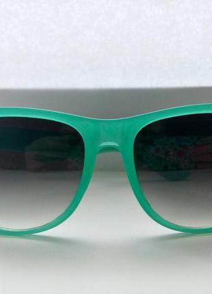 Яркие солнцезащитные очки от mango