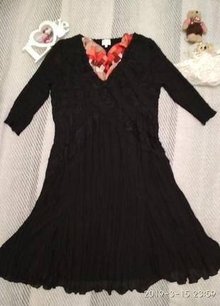 Чёрное плиссированное платье на все случаи жизни
