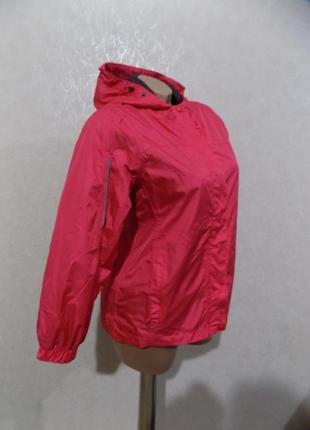 Куртка ветровка с капюшоном фирменная на рост 140 см