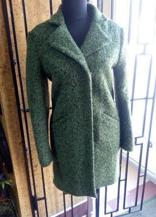 Зелёное весеннее пальто в наличии