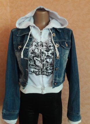 Джинсовая укороченная курточка с иммитацией толстовки