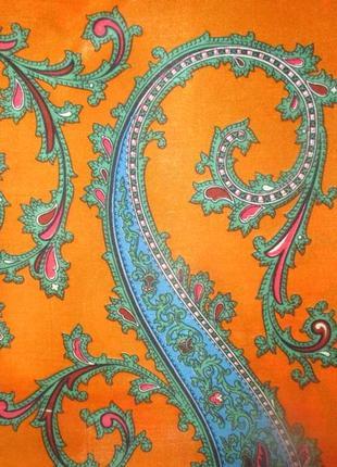 Очень яркий платочек состав шовк сатина
