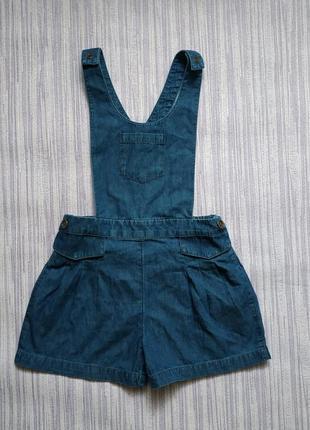 Джинсовый комбинезон с шортами, на 4-5 лет, состояние идеальное.