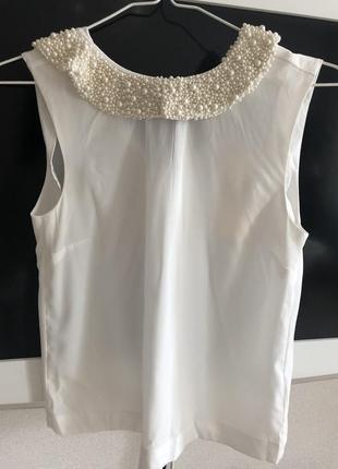 Очень красивая блузка с жемчугом
