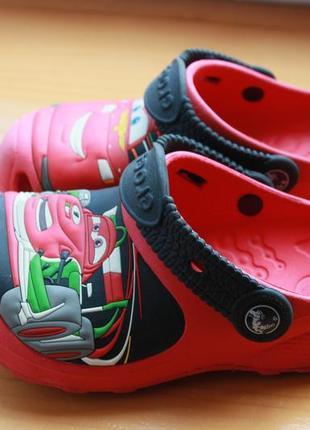 Крутые мультяшные сандали crocs