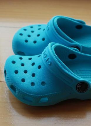 Яркие унисекс бирюзовые резиновые сабо стильные сандали crocs размер c6-7 (23-24)3 фото