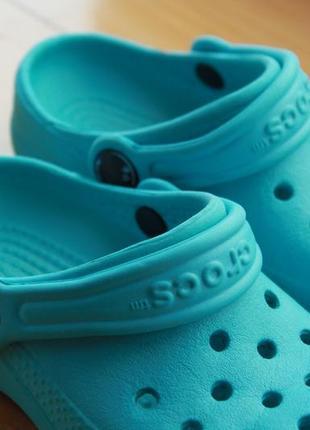 Яркие унисекс бирюзовые резиновые сабо стильные сандали crocs размер c6-7 (23-24)2 фото