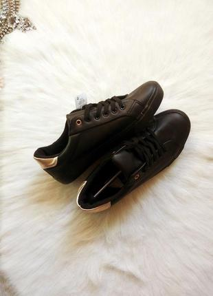 Черные кеды матовые кожзам с бронзовыми вставками на пятке кроссовки мокасины шнуровка