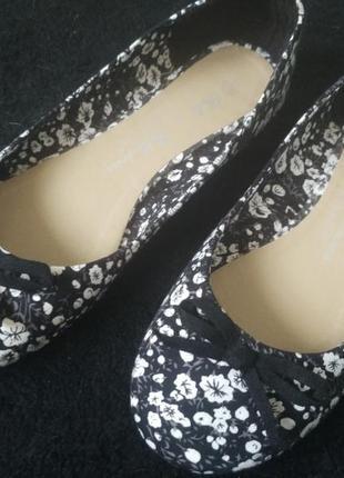 Цветочные тканевые балетки на лето, милые туфли лодочки на низком ходу, новенькие!