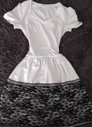 Платье белое с гипюром