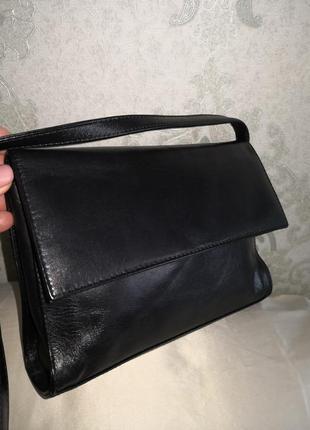 Актуальная кожаная сумочка.