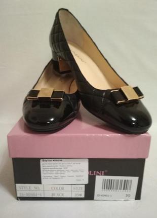 Стильные женские  кожаные туфли  с золотой пряжкой, carlo pazolini