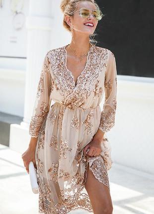 Нарядное платье расшитое золотыми пайетками