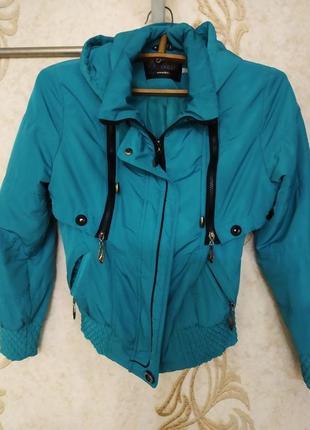 Курточка на весну-осень, размер м.