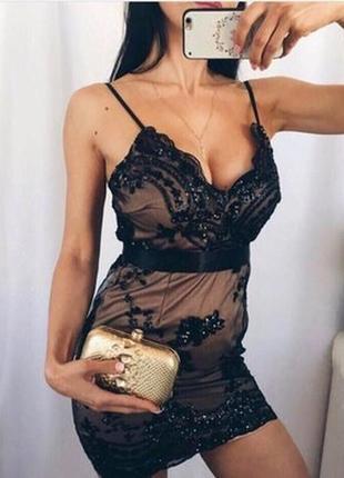 Шикарное платье расшитое пайетками