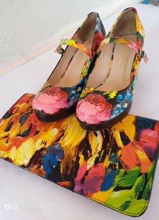 Лаковые туфли на толстом каблуке + сумка клатч в подарок