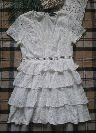 Натуральное хлопковое коттоновое платье с перфорацией и рюшами в бохо стиле