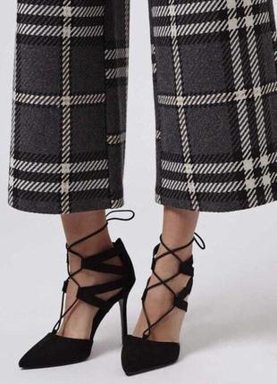 Туфли лодочки с шнуровкой черного цвета topshop
