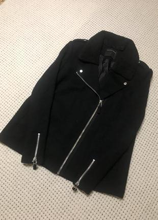 Чёрное укорочённое пальто куртка