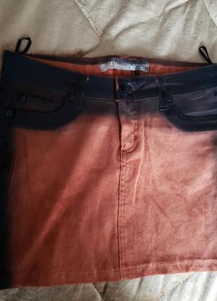 Крутая мини юбка с лаковым напылением