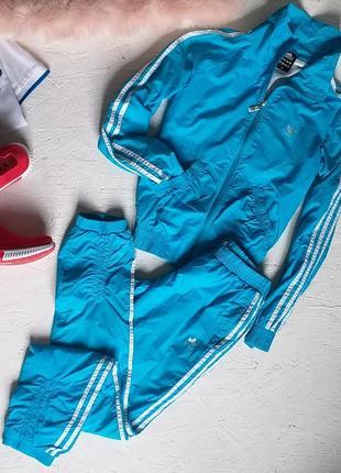Стильный спортивный костюм  от adidas