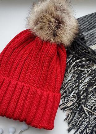 Новая яркая красная зимняя шапка с меховым помпоном