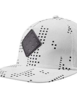 Стильная мужская бейсболка кепка белая в наличии англия оригинал