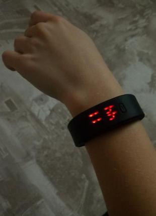 Новые електронные часы