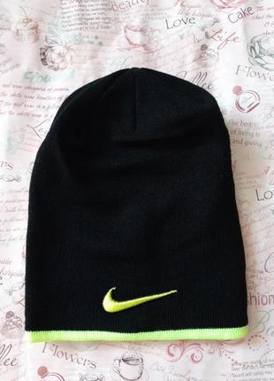 Отличная черная шапочка
