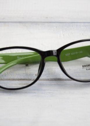 Очки для компьютера с зелеными дужками