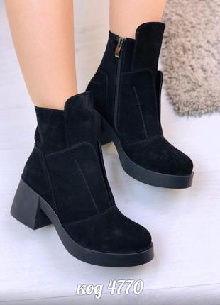 Черные демисезонные стильные ботинки из натуральной замши