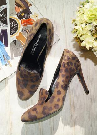 Kennel&schmenger. замша, кожа. красивые туфли лодочки в анималистический принт