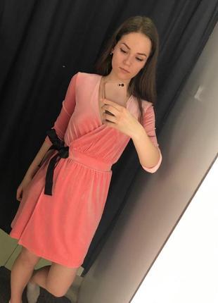 Красивое бархатное розовое платье ostin