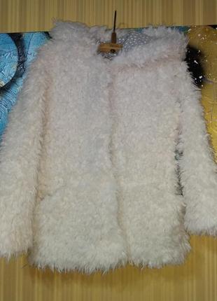 Белая шуба с капюшоном овечка на кнопках с карманами
