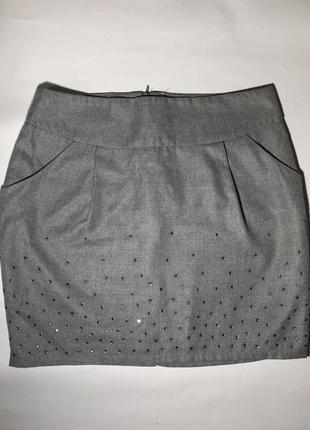 Серая юбка со стразами