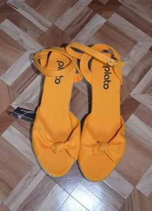 Оранжевые босоножки 39 р, длина стельки 24,5 см