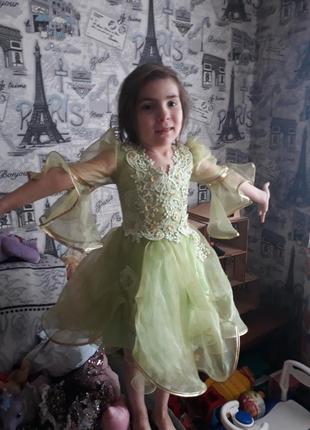 Зеленое с золотом платье корсет, на крупного ребенка от 98 см