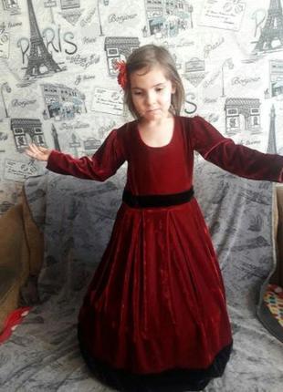 Продам нарядное красное бархатное платье на крупного ребенка,настоящий бархат,